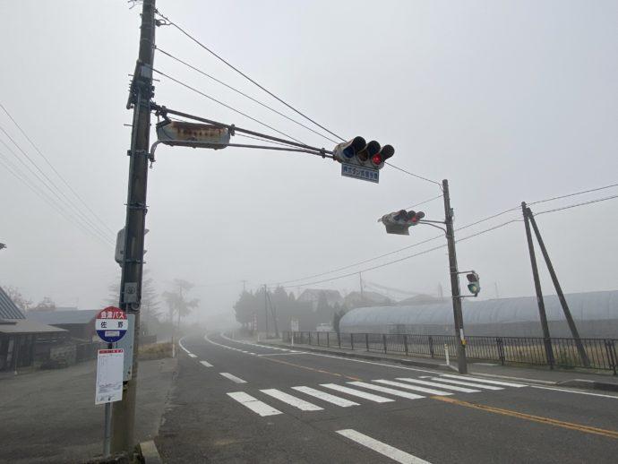 佐野バス停前の交差点