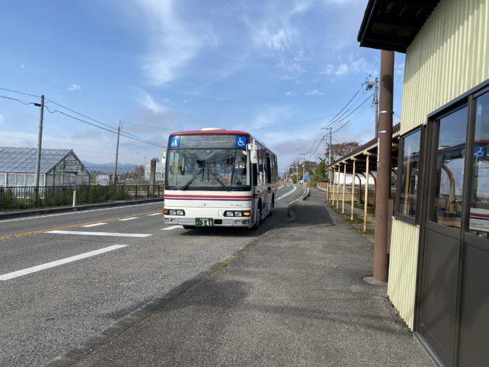 会津バスと佐田バス停