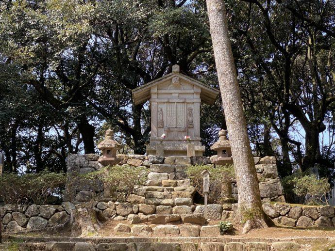 寿福院の墓と階段