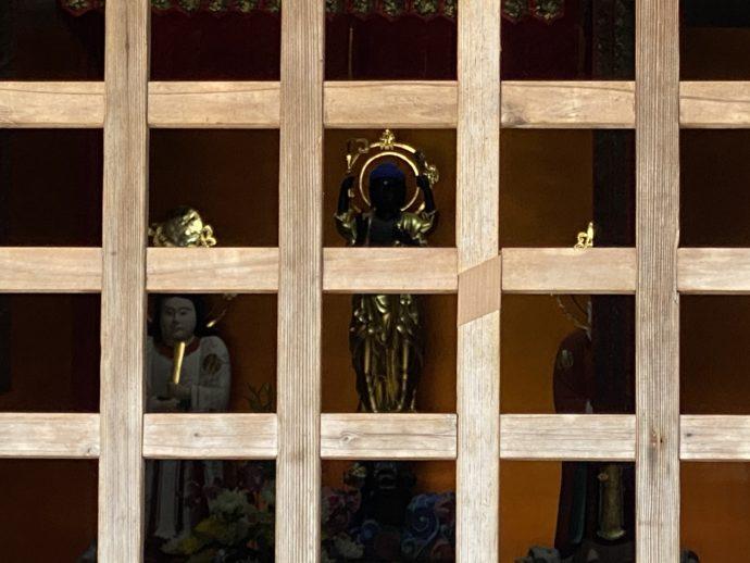 妙成寺の三光堂内の仏