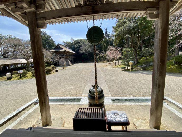 妙成寺本堂から見た境内