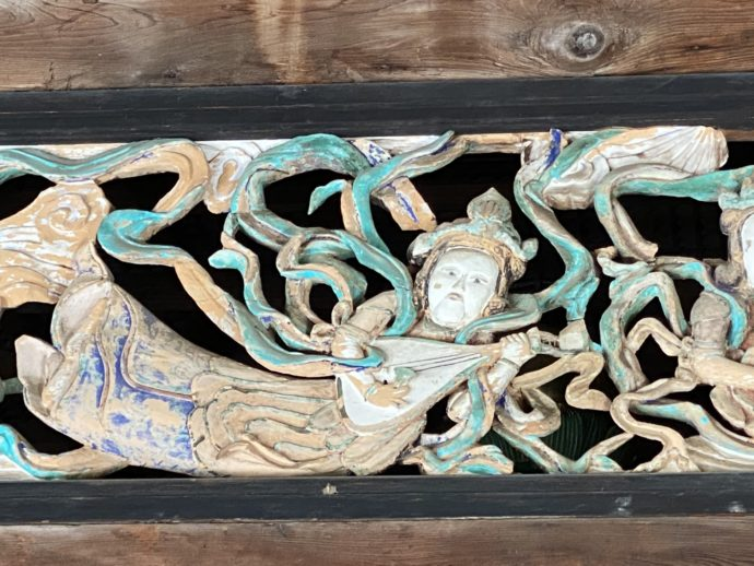 妙成寺祖師堂に彫られた天女