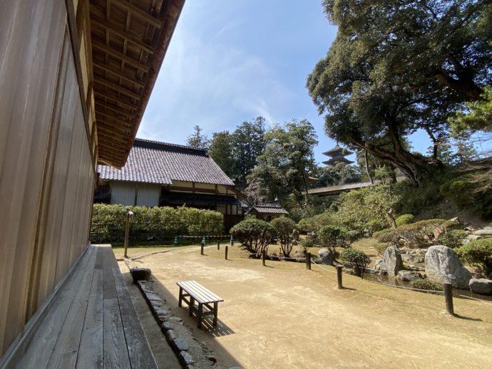 妙成寺書院から見た庭園