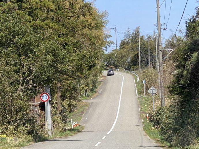 傾斜のきつい道路