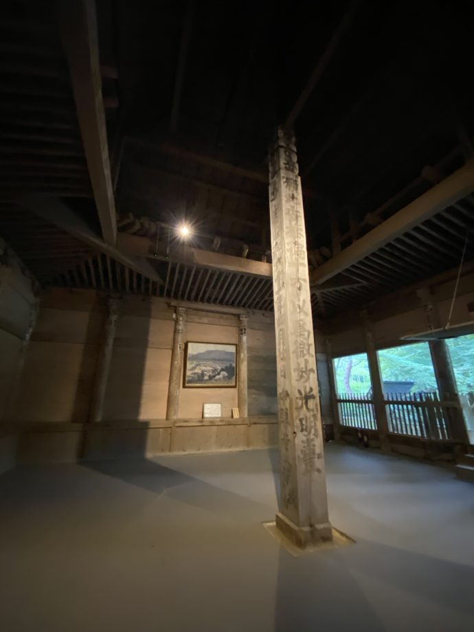 旧覆堂内部の柱