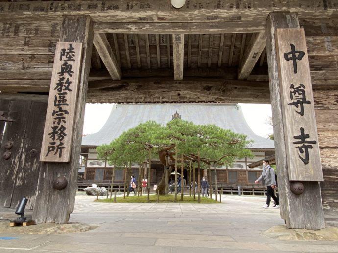 中尊寺の本堂門