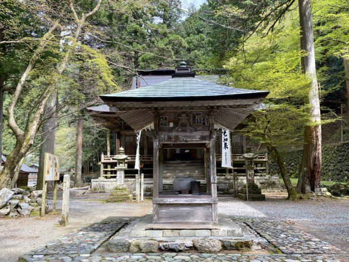 横蔵寺の香堂