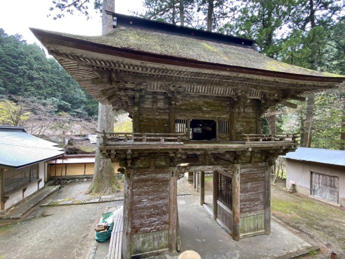 横蔵寺の仁王門