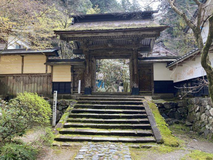 横蔵寺の寺門