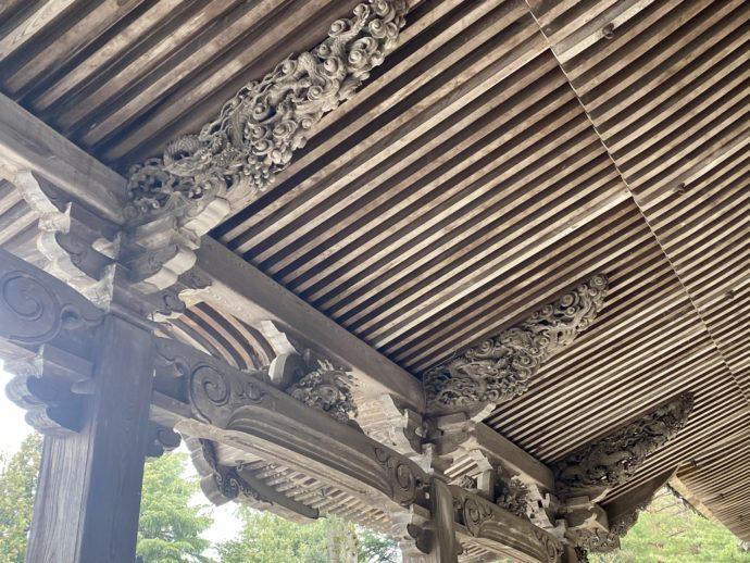 瑞泉寺太子堂の向拝の屋根裏部分