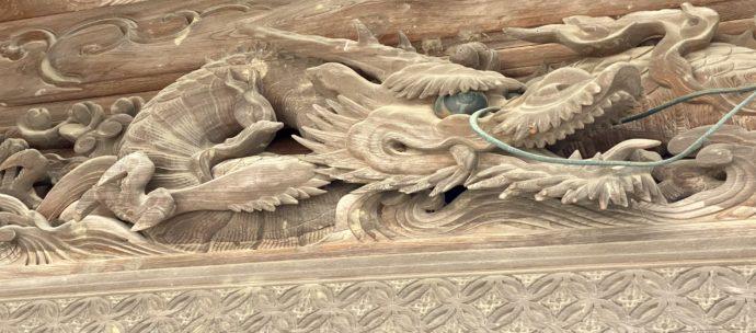 山門の雲水一匹龍