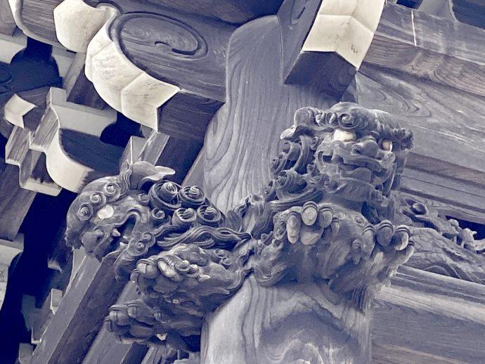 瑞泉寺鐘楼の獅子の彫刻