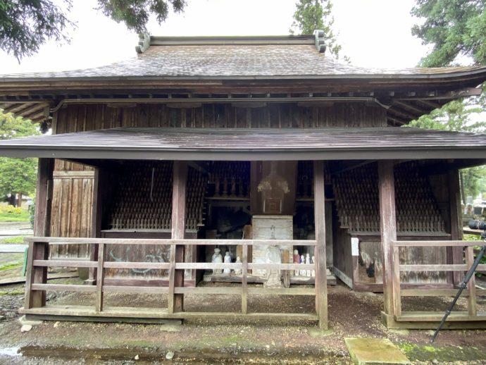 長勝寺の仏像群のある建屋