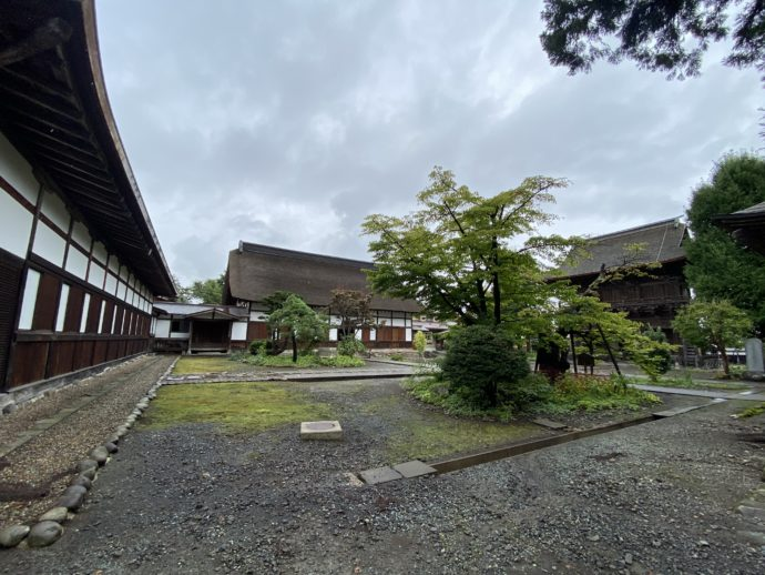 長勝寺の境内