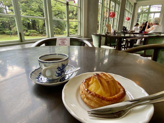大正浪漫喫茶室でアップルパイ
