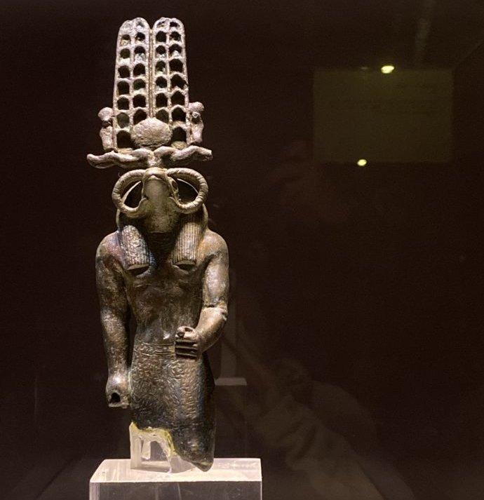 セベク神像